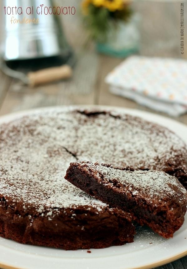 Torta al cioccolato fondente (cremosa)