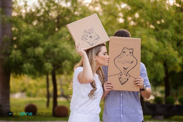 e-session - ensaio de noivos - ensaio divertido - ensaio - sapo - beija sapo - plaquinhas divertidas - photobooth