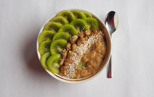Quionoa z kiwi na śniadanie, zamiast owsianki