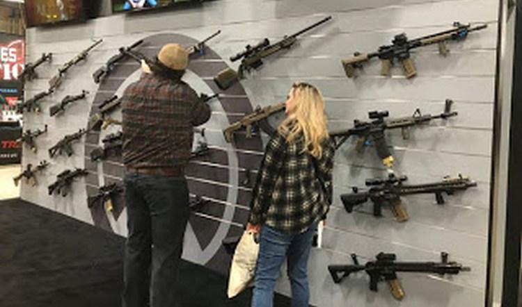 """En marcha """"Operativo Frozen"""" para detener tráfico de armas entre México y EU; rifles, pistolas, AK-47, AR-15 entre las armas traficadas"""