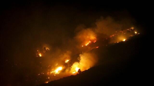 Δύσκολη ήταν η νύχτα στην Κεφαλονιά, έπειτα από τη φωτιά που ξέσπασε στην περιοχή, η οποία οδήγησε στην εκκένωση του χωριού Καπανδρίτι.