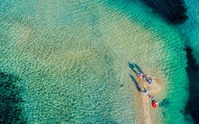 Τα 2 «κρυφά» νησάκια με τιρκουάζ νερά στη Χαλκιδική (VIDEO)