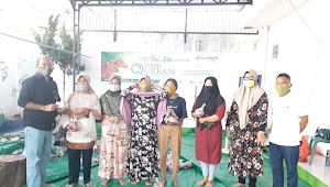 Bank NTB Syariah KC Bima Berbagi Daging Qurban Pada Masyarakat