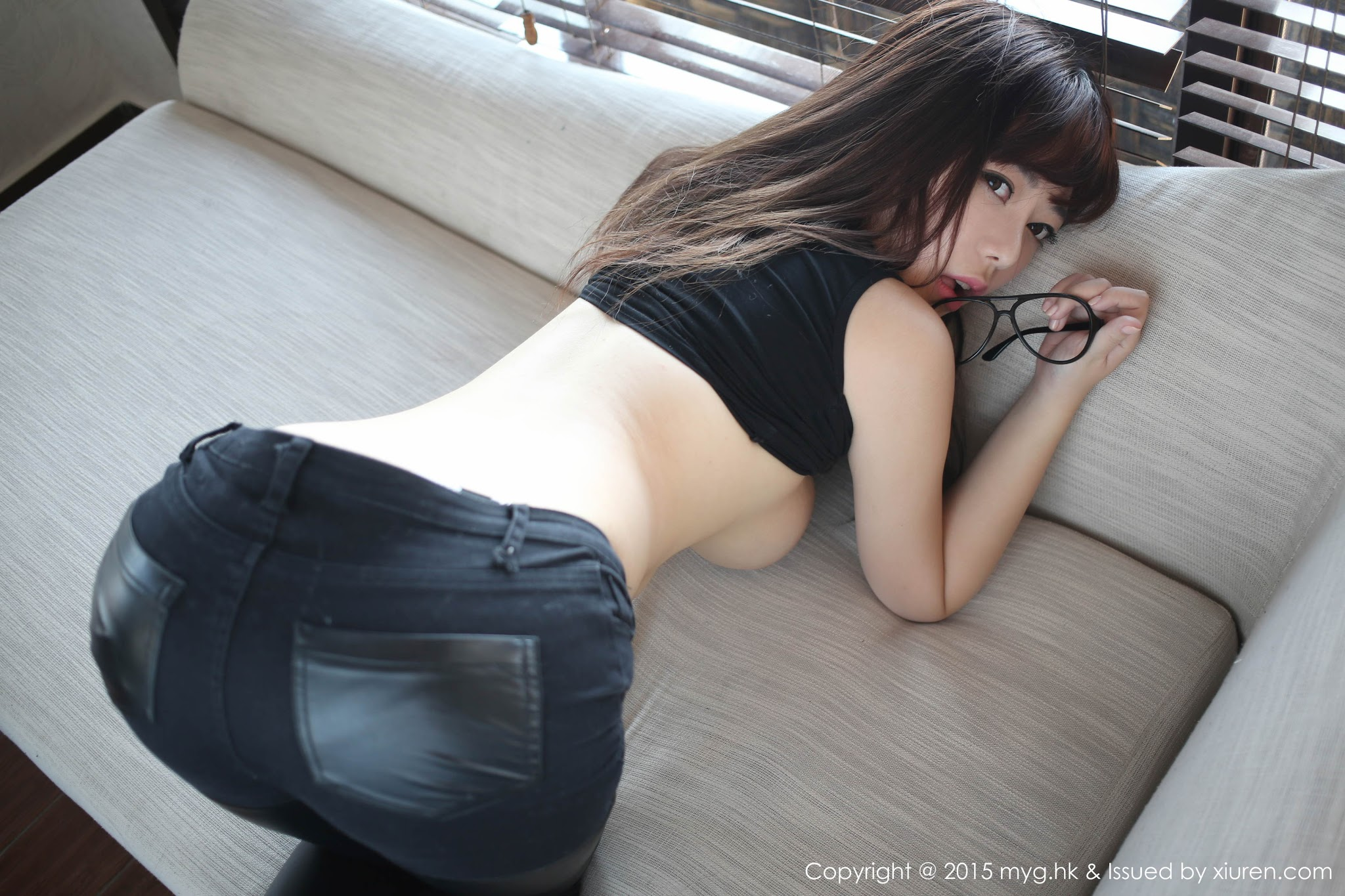 Liu Fei er 刘飞儿Faye Undressing Jeans and Leather | MyGirl ...
