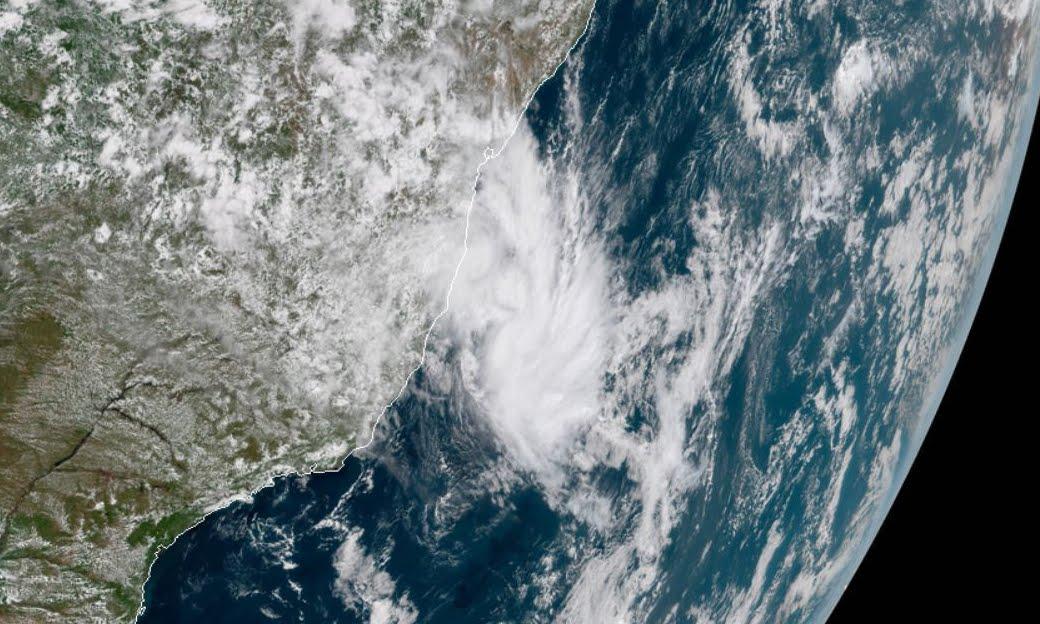 Tempesta tropicale Iba al largo delle coste del Brasile, c'è preoccupazione.