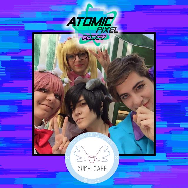 Imagen de tres chicas y un chico con pelucas y ropa de colores brillantes dentro de un marco con los logotipos de Atomic Pixel Party y Yume Café