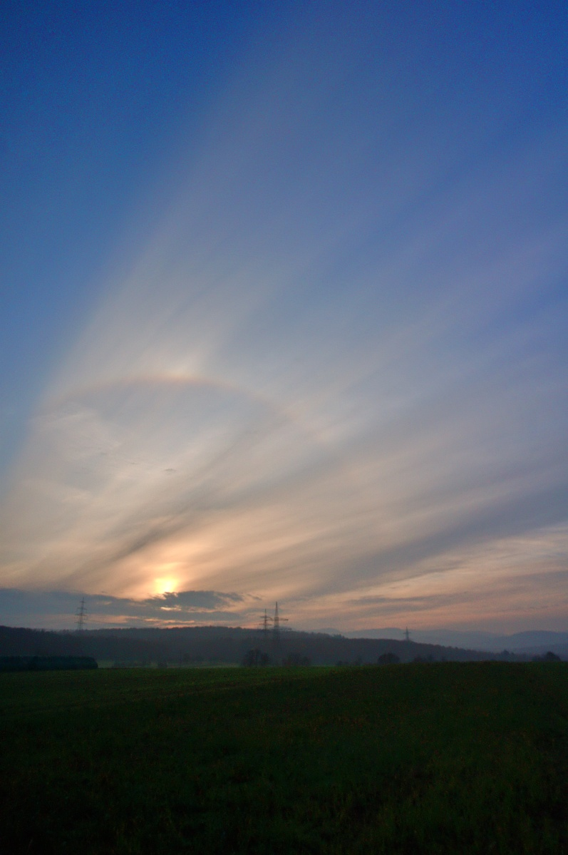 Sonnenaufgang mit Halo Wolkenspiel