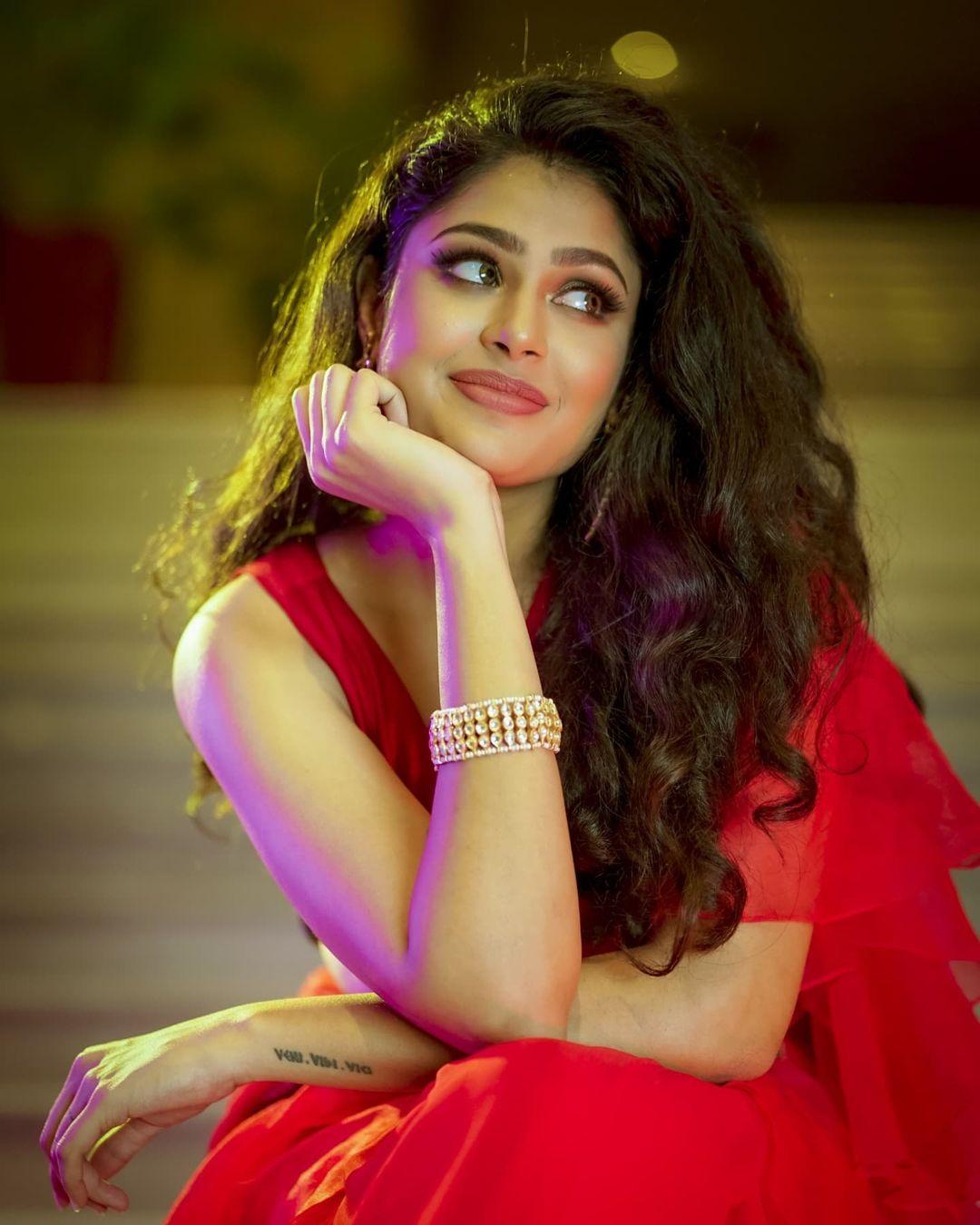 Faria Abdullah pics in saree wallpaper