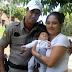 Encontro emocionante do policial com a mãe e o bebê em Santa Rosa; Veja o vídeo