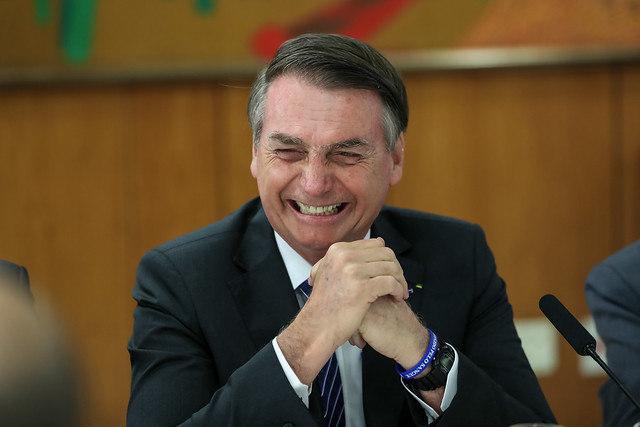 Bolsonaro deve receber alta em até seis dias, afirma cirurgião