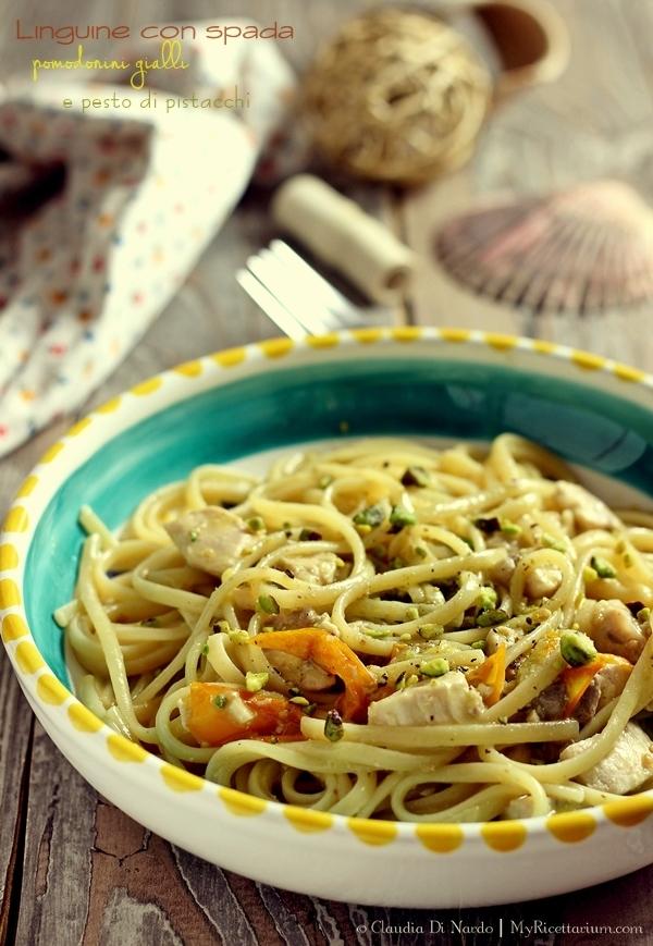 Linguine con spada, pomodorini gialli e pesto di pistacchi