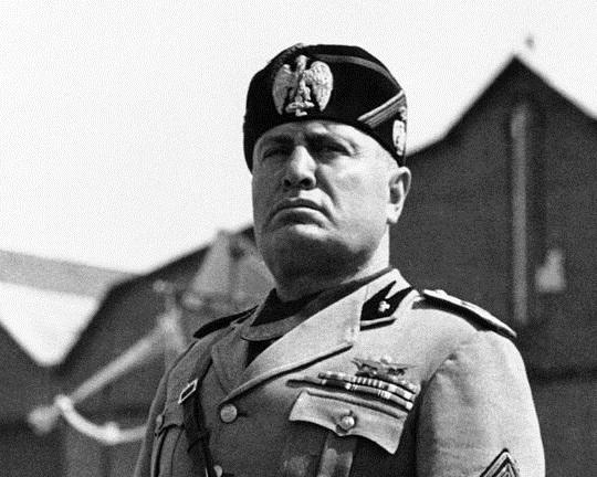 Ένας στους 5 Ιταλούς θεωρεί τον Μουσολίνι «μεγάλο ηγέτη»
