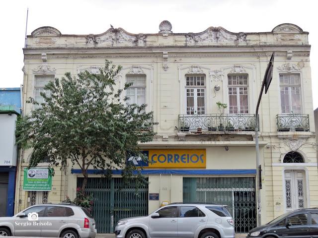 Vista de dois antigos assobradados geminados na Liberdade - São Paulo