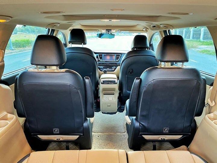 Kia Sedona máy xăng giá ngang Toyota Innova sau 5 năm sử dụng