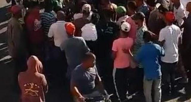 Multitud intenta linchar a supuesto atracador ver VIDEO