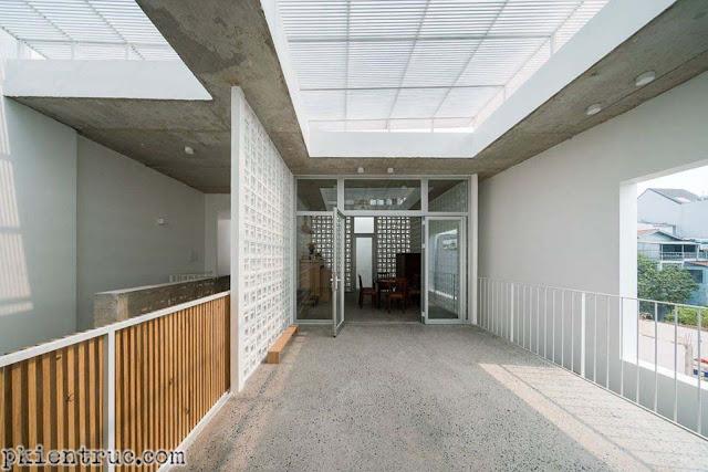 Không gian nội thất của ngôi nhà tràn ngập ánh nắng và gió