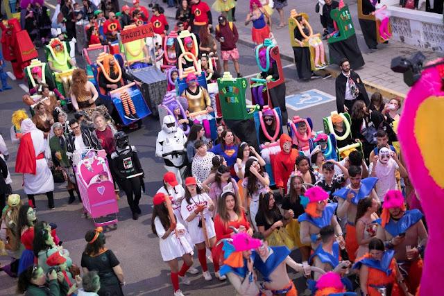 FOTO%2BARCHIVO%2BCABALGATA - Fuerteventura.- Carnaval de Puerto del Rosario : Concurso Insular de Murgas, Cabalgata, Achipencos, Carnaval de Día y Entierro de la Sardina con buen tiempo y muchas ganas