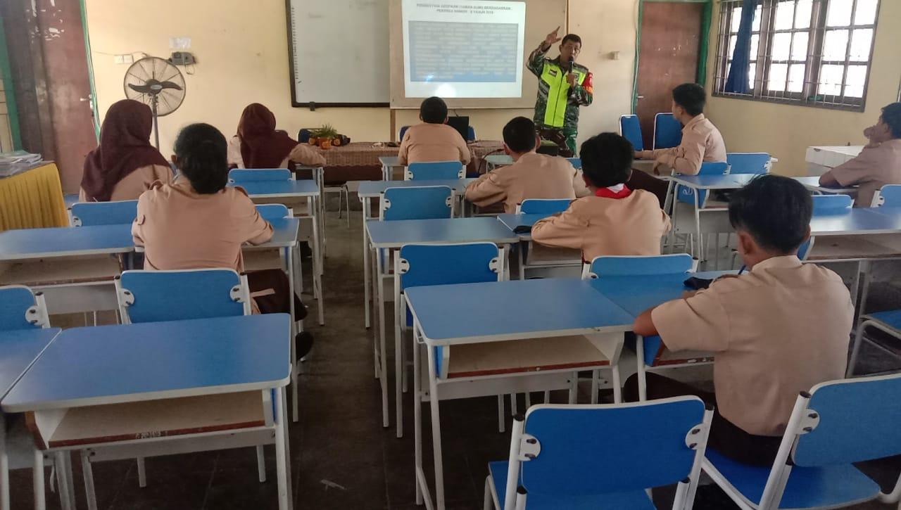 Babinsa Erwin Sidabutar Sosialisasikan Geopark Natuna Kepada Siswa SMP Negeri I Bunguran Timur