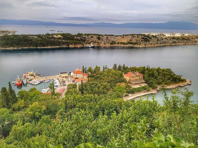 widok na port jachtowy w Omisalj na wyspie Krk,