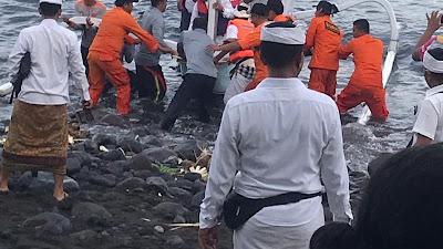 SPKKL Bali Turut Amankan Prosesi Melarung Di Pantai Ujung Kabupaten Karangasem Bali