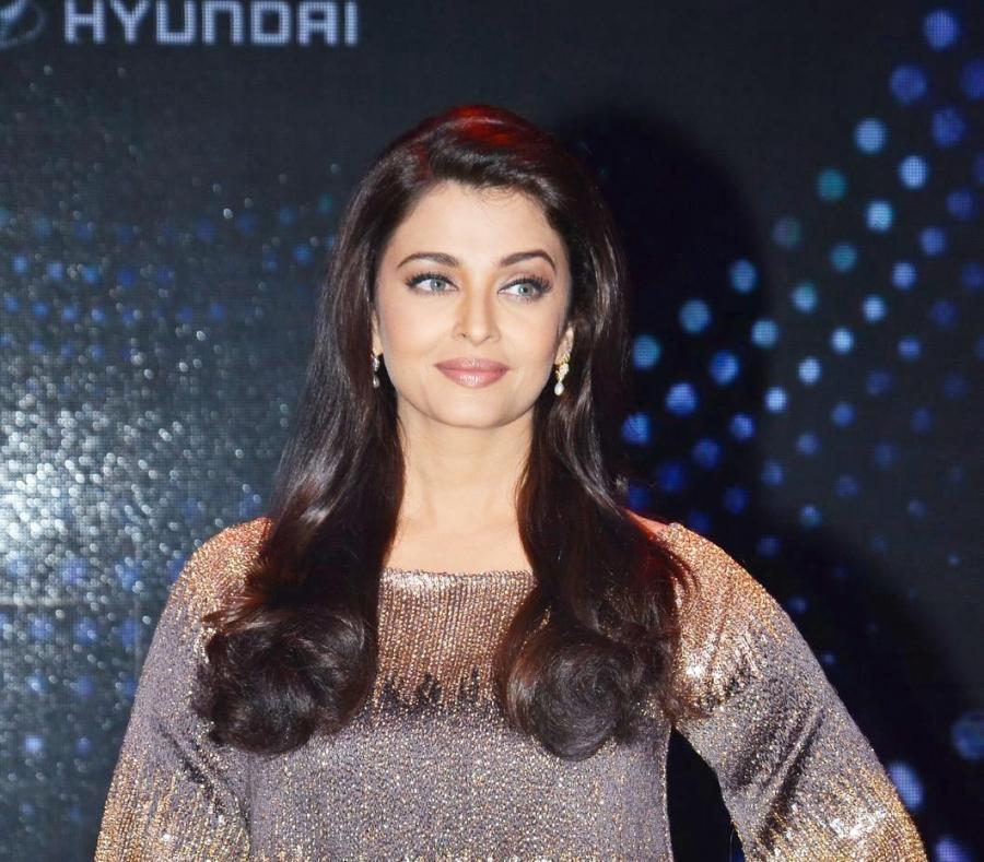 Bollywood Model Aishwarya Rai Stills In Blue Skirt