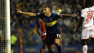 Ramón Wanchope Abila festeja su primer gol para Boca frente a Unión, en la Bombonera. (Juan Manuel Foglia)