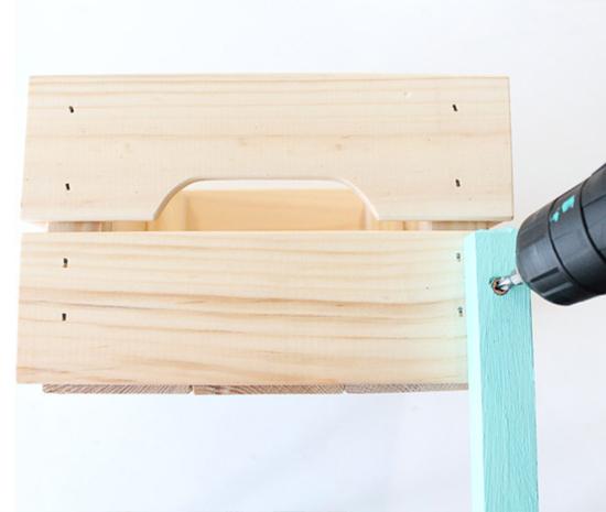 móvel com caixa de madeira