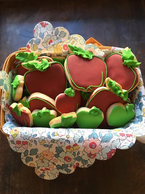 apples, apples cookies, apple decorated cookies, best decorated cookies, the cookie couture