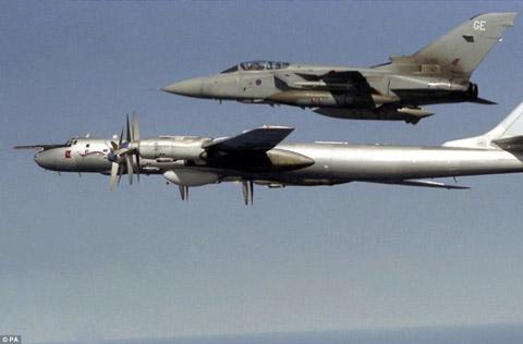 Un Tornado britannique intercepte un TU-95 russe