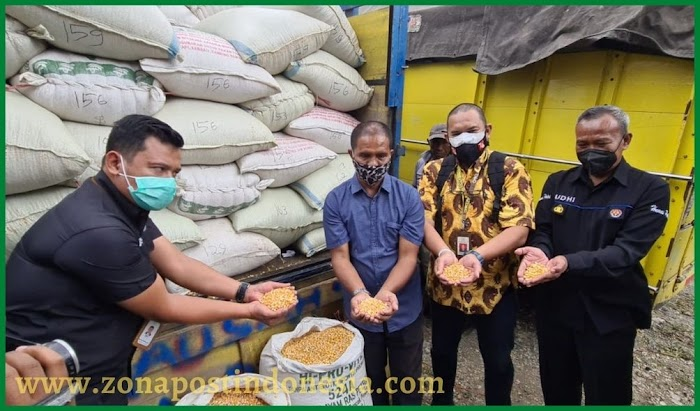 Satreskrim Polres Blitar Kota, Kawal Bantuan Jagung dari Presiden RI Untuk Suroto Peternak Asal Blitar.