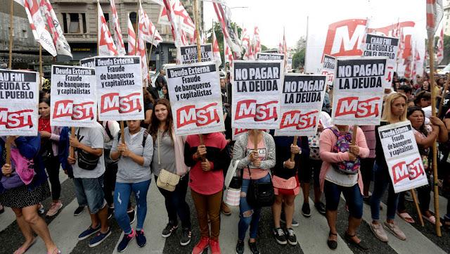 Cuenta atrás para el temido 'default': Argentina no pagará su deuda pero sigue negociando con los bonistas