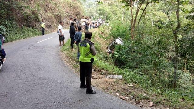 Hindari Motor, Avanza Terjun ke Jurang di Jalur Lintas Purworejo-Yogyakarta