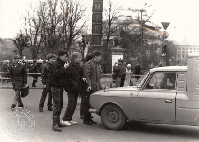 24 апреля 1989 года. Рига. На перекрестке улицы Ленина и бульвара Падомью возле часов