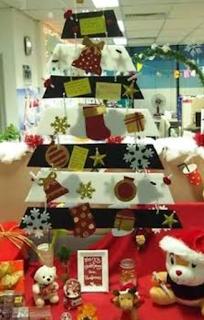 Mendekorasi tempat kerjamu untuk Natal