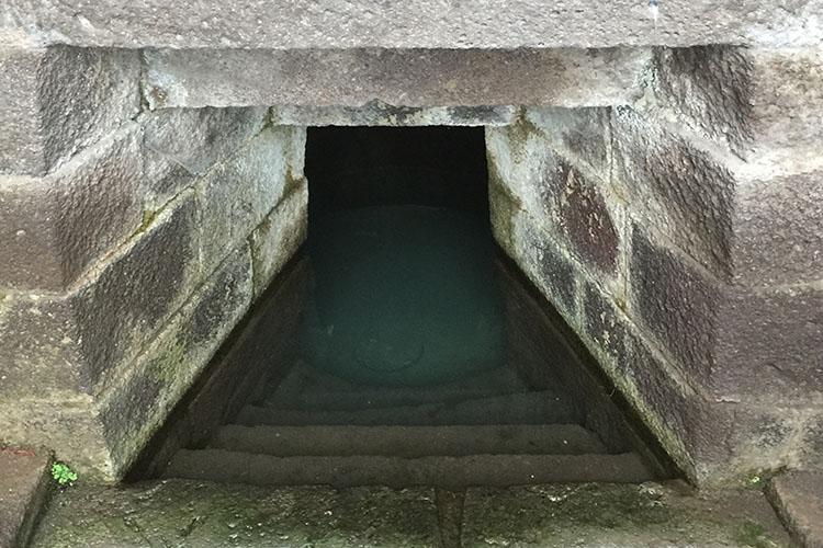 Culto delle acque: la Fonte Sacra Su Tempiesu in Sardegna