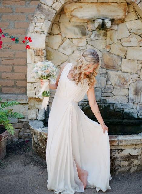 vestidos de novia sencillos para boda civil en la playa