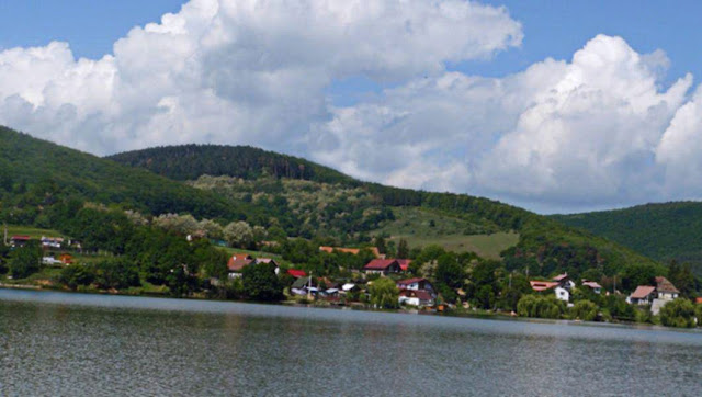 Lacul Moacsa-Pădureni