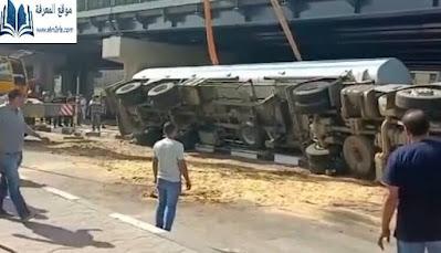 انقلاب سيارة نقل محملة بالسولار علي طريق صلا سالم