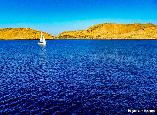 Navegação no Mar Egeu entre as ilhas do Dodecaneso, Grécia