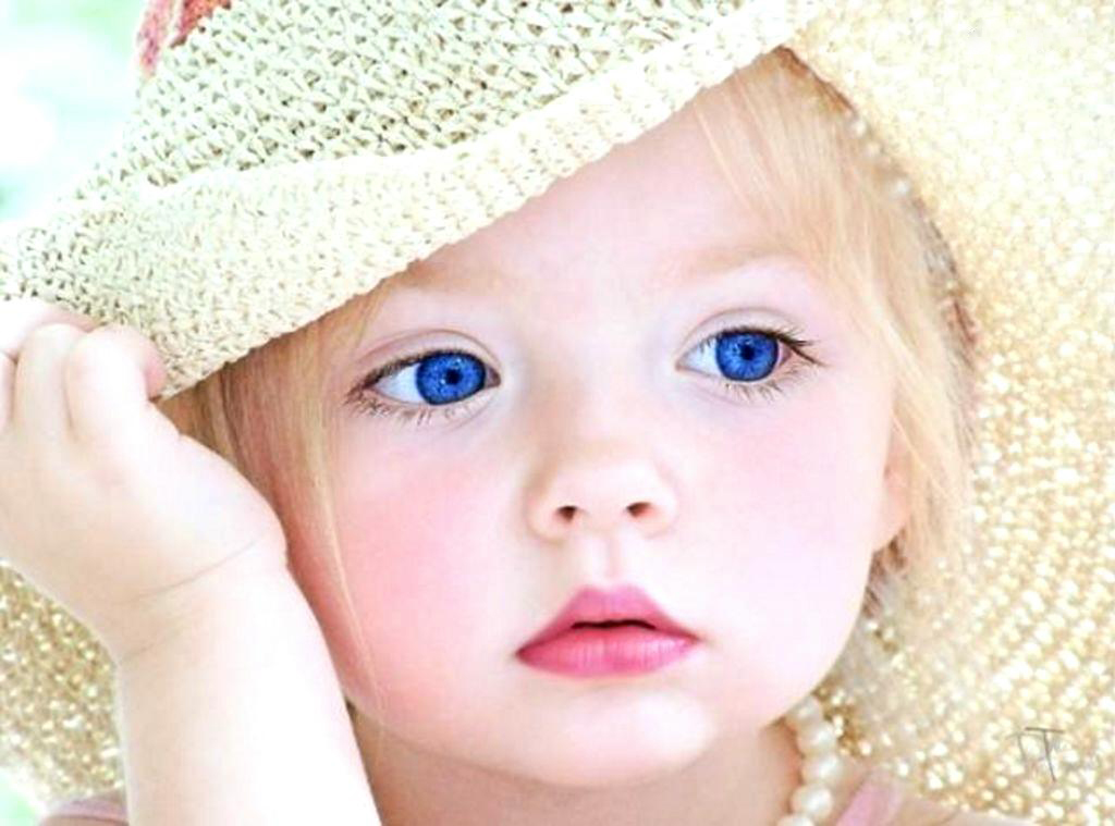 Cute Baby With Hat Wallpapers: Cute Babys Wallpaper