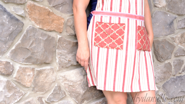 Simple apron with pockets.