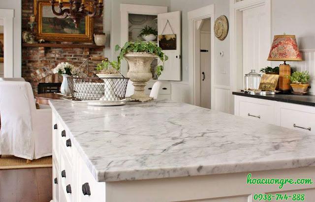 mặt đá bàn bếp trắng