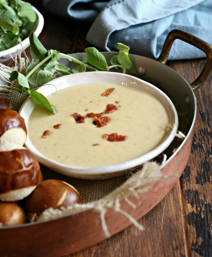 Recipe for a cheese dip made with smoked Gouda, garlic, Worcestershire sauce and mustard.