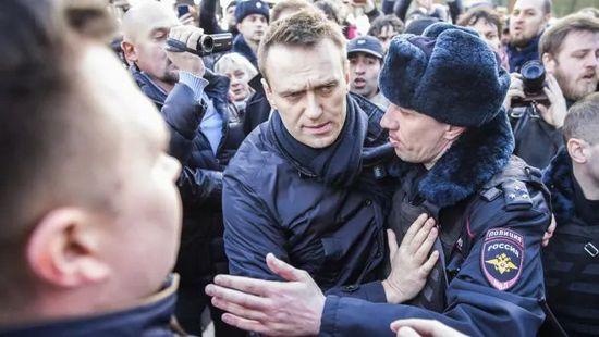 Navalny sostenuto dalla NATO per destabilizzare la Russia