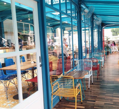 Review Cafe Yelo Eatery, Cafe Colourful dan Instagramable di Bogor