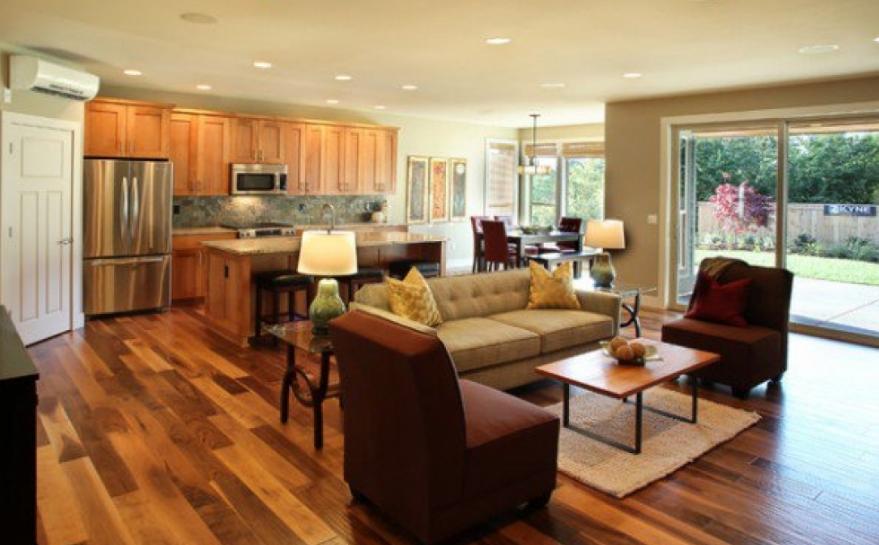 Ruang keluarga dan dapur gaya tradisonal dengan sentuhan modern