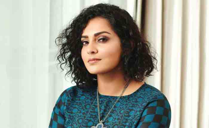 Actress Parvathy Thiruvothu resigns from Amma, Kochi,Facebook Post, News, Cinema, Actress, Criticism, Kerala.