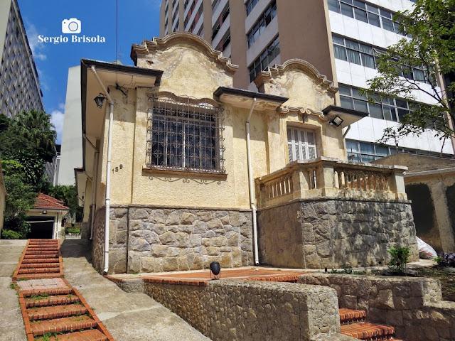 Vista ampla da belíssima casa antiga na Alameda Joaquim Eugênio de Lima - Bela Vista - São Paulo