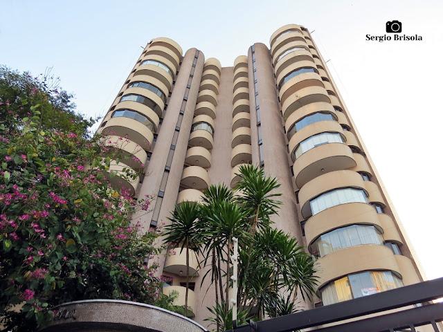 Perspectiva inferior da fachada do Edifício Val Dazur - Vila Clementino - São Paulo