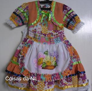 vestido para festa junina com avental pintado com flores country